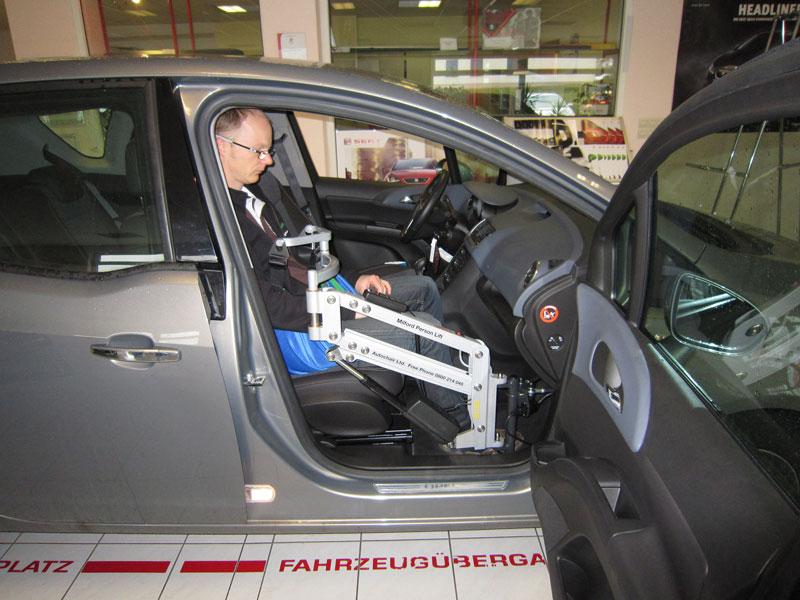 rehamobile personenlifter behinderten gerechte auto. Black Bedroom Furniture Sets. Home Design Ideas